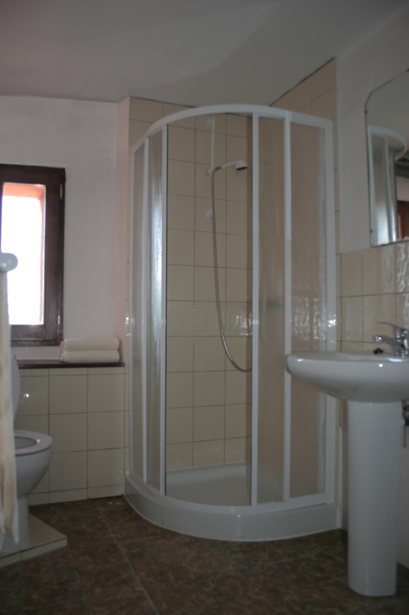 douche dans chambre perfect douche dans chambre duamis with douche dans chambre gallery of. Black Bedroom Furniture Sets. Home Design Ideas