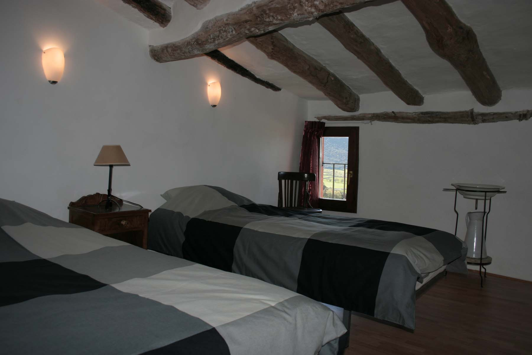 Noguera bedroom